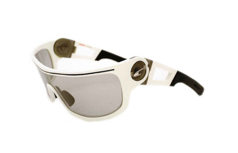 Stilige briller. Stengene kan bøyes for perfekt tilpasning. Anti-ripe og anti-dugg-behandlet (kr 1700, Carrera)