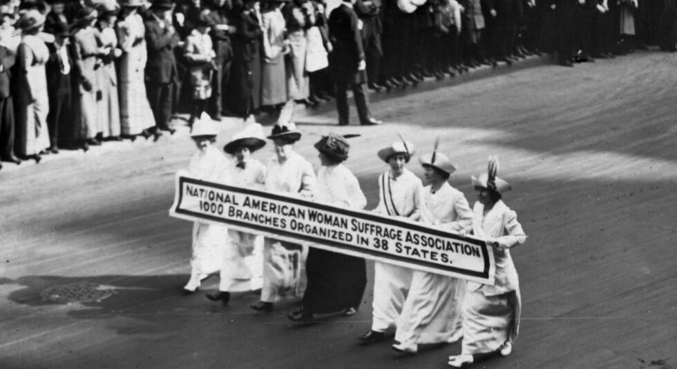 De første kvinnedemonstrasjonene i USA dreide seg om stemmerett. Dette bildet er fra New York i 1913.
