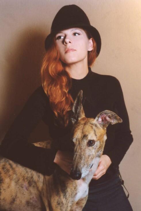 Dyrevenn: Neko Case har en rev på platecoveret, og har tydeligvis sansen for hunder også.  Foto: Promo
