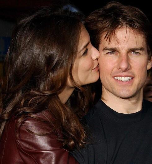 Katie Holmes og Tom Cruise er nybakte foreldre og stadig like forelsket, tross sladrebladenes hyppige brudd-spekulasjoner.