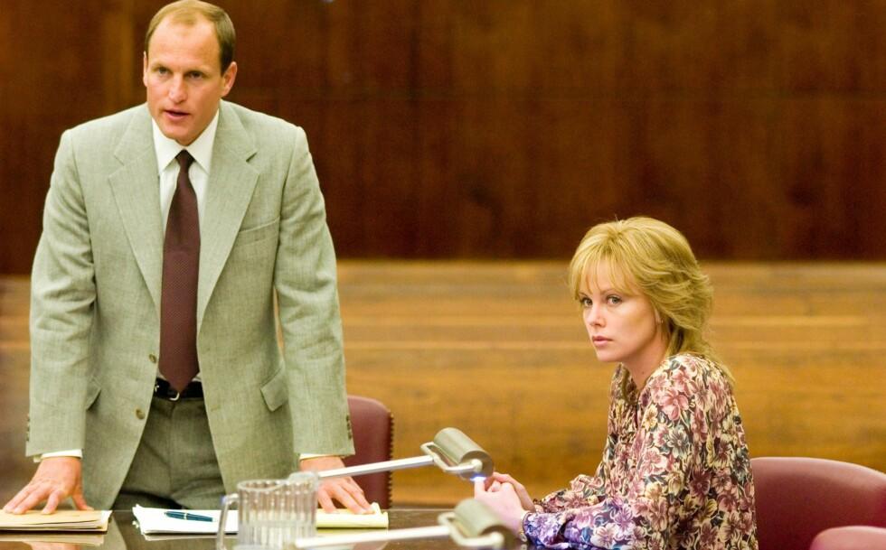Woody Harrelson er advokaten som tar saken når Josey har fått nok av trakasseringen i gruvene.