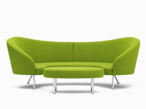 Sofaen (kr 59 670) og pallen Orgy, designet av Karim Rashid (kr 11 920, Offecct).