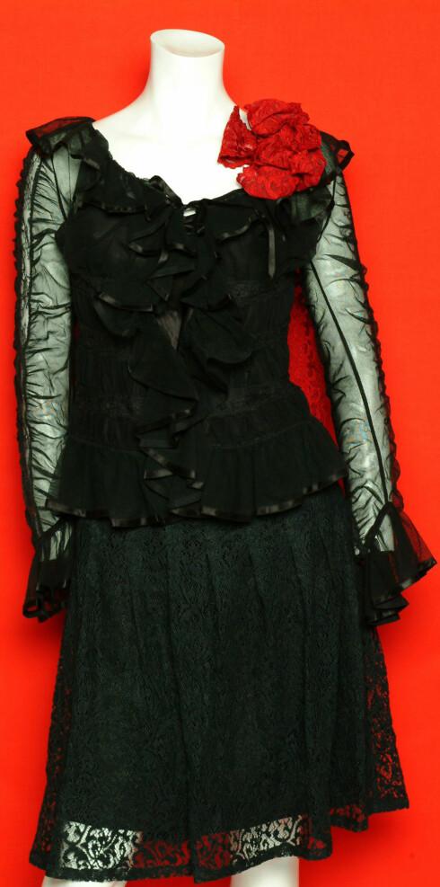Skjørt (kr 1200, Jenny Helstrom) og bluse (kr 4000, The Lovely Trap)
