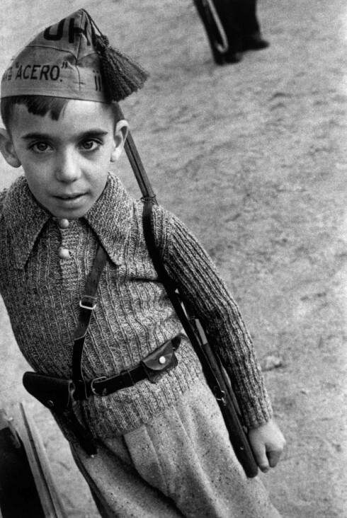 Capa var spesielt kjent for å se menneskene i alle situasjoner. Foto: Robert Capa