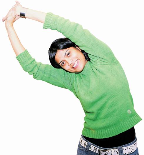 Fold hendene overhodet og strekk godt tilden ene siden. Skift og strekk til andre siden. Øvelsen gjør at kroppen «våkner» ved at oksygentilførselen til sovende og trøtte muskler øker, og blodsirkulasjonen ellers i kroppen bedres.