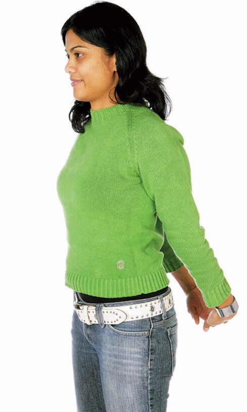 Fold hendene bak på ryggen. Strekk armene og tøy musklene på framsiden av brystkassen. Trekk pusten dypt, pust ut og slapp av i armene. Forebygger stressnakke og hodepine.