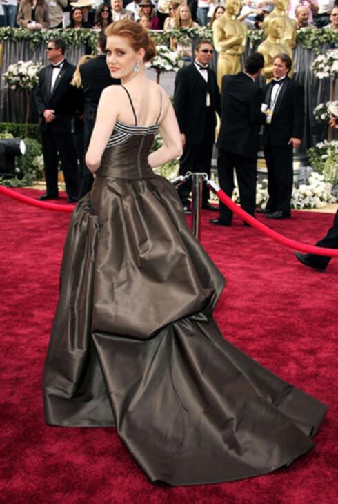 Amy Adams i sjokoladebrun Carolina Herrera- kjole ble også snytt for Oscar. Hun var nominert for beste kvinnelige birolle i Junebug.