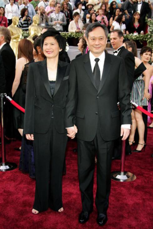 Brokeback Mountain-regissør Ang Lee med kona Jane Lin. Han fikk sin etterlengtede regi-Oscar, men det sjokkerte alle da Crash vant Oscar for Beste film foran favoritten Brokeback Mountain.