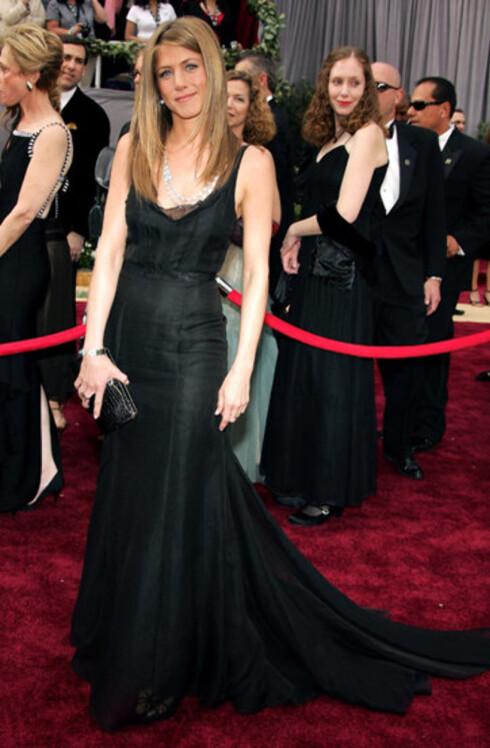 Jennifer Aniston valgte også svart, som er den hotteste fargen i designernes høstkolleksjoner.