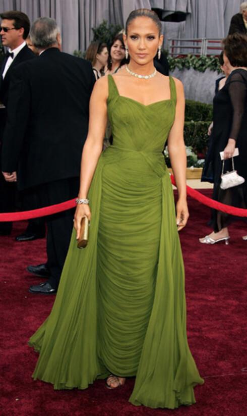 Skuespiller, sanger og klesdesigner Jennifer Lopez skilte seg som vanlig ut, i lekker mosegrønn vintagekjole.