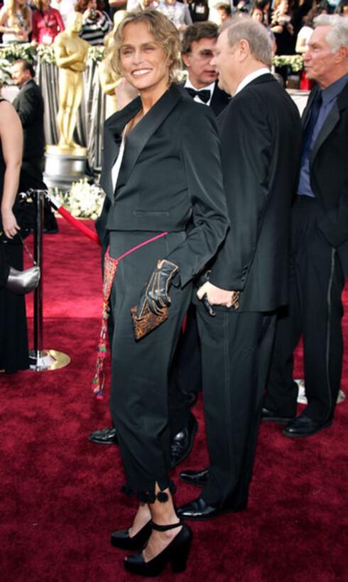 Modell og skuespiller Lauren Hutton (62) holder seg uforskammet godt. Hun valgte den androgyne stilen med dressjakke og bukser.