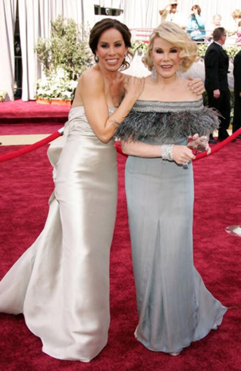 Ingen Oscar uten mor Joan og datter Melissa Rivers. Sammen holder de trolig liv i halvparten av klinikkene for plastisk kirurgi i Hollywood.