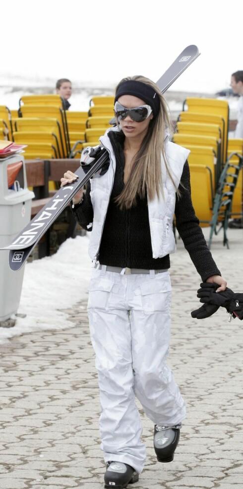 Det skader ikke med stil i bakken. Victoria Beckham med Chanel ski.