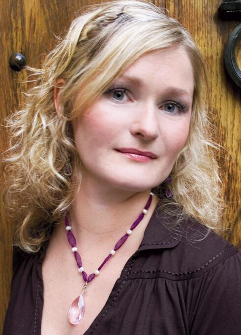 ETTER: - Jeg visste ikke at jeg kunne være så fin, sier Cathrine. Hun har fått lysere hår og flottmakeup.