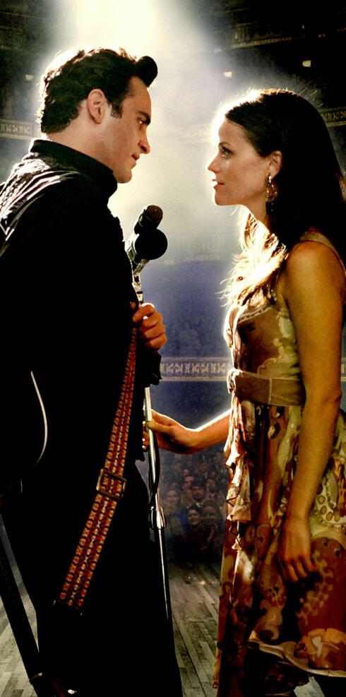 Reese spiller kona til Johnny Cash (Joaquin Phoenix) i Walk the Line.