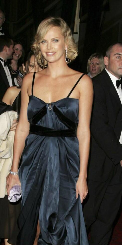 Oscar-vinner Charlize Theron må ha perfekt hud til enhver tid. Her fra Bafta-utdelingen i forrige uke.