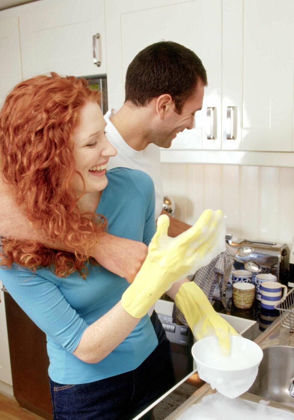 Hvis dere deler på husarbeidet, kan sexlivet få ny glød.