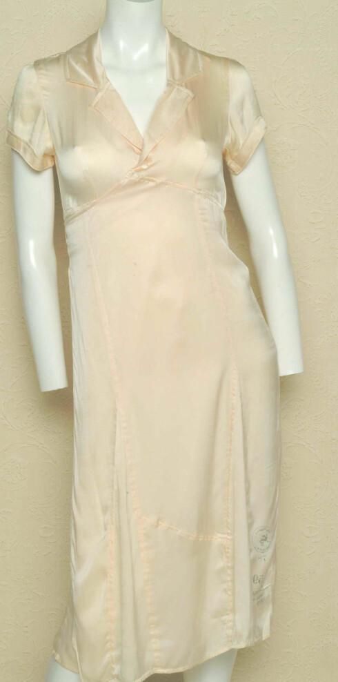 Moteriktig kjole i kremhvitfarge (kr 1799, Diesel)