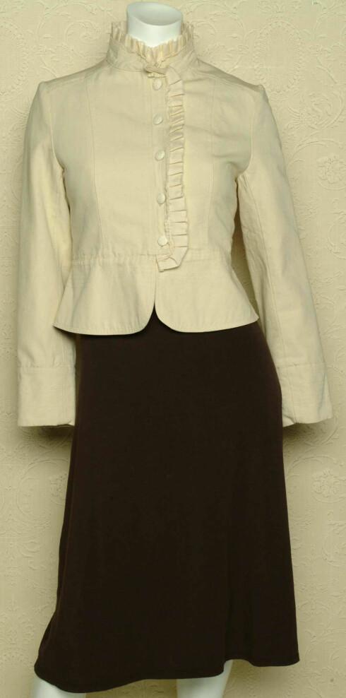 Jakke med blonder (kr 899, Pop In) og kjole (kr 1200, Ella Moss)