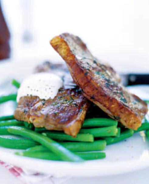 Lammekoteletter og aspargesbønner