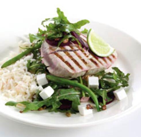 Grillet tunfisk med rødbetsalat