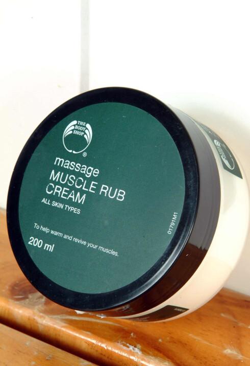 Støle muskler sier gjerne ja til en omgang Muscle Rub Cream fra Body Shop (kr 198,-/200 ml).