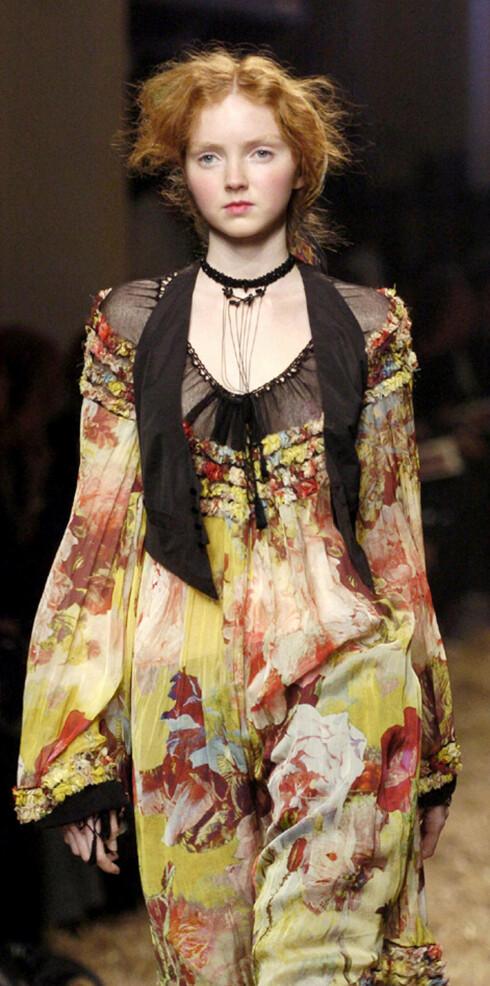 Blomstrete kjole til androgyn vest. Kul kontrast.Jean Paul Gaultier vår- sommer 2006