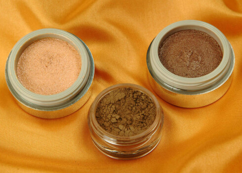 Matte og brunfargede øyeskygger gir moteriktig glimt.  Øyenskygger fra The Body Shop(kr 129,-) og i.d. (kr 198,-)