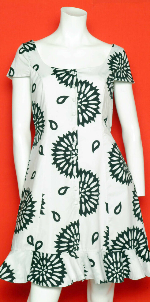 Søt kjole med knapper.(kr 2300,Hild Rief) Foto: Wenche Hoel- Knai