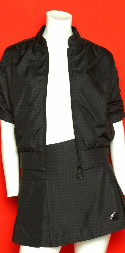 Sporty jakke (kr 950) og skjørt (kr 800) alt fra Adidas.