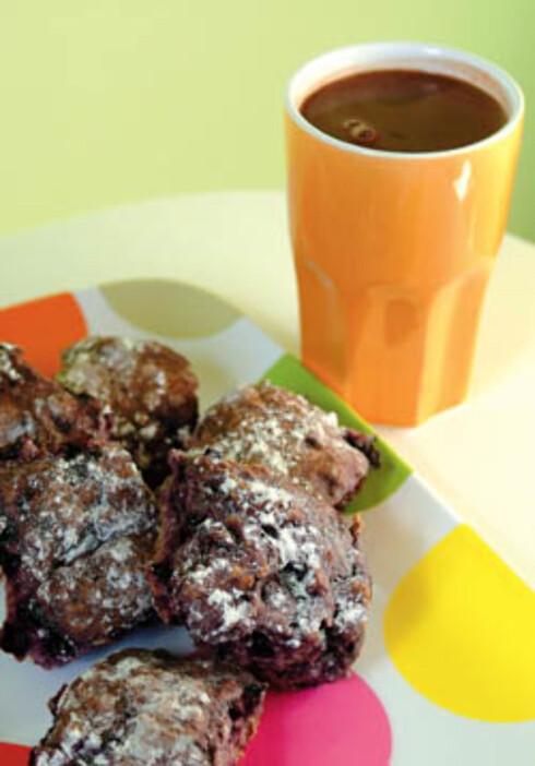 Blåbærscones og varm sjokolade