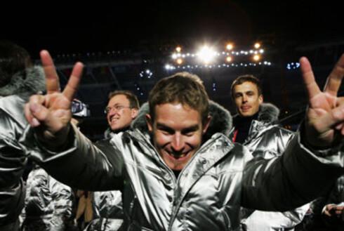 De sølvkledde italienske utøverne entret stadion til øredøvende jubelrop, bjelleklang og stående ovasjoner fra tribunen.