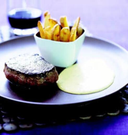 Biff med hjemmelaget béarnaise og pommes frites