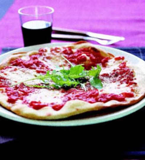 Pizza med mozzarella og ruccola