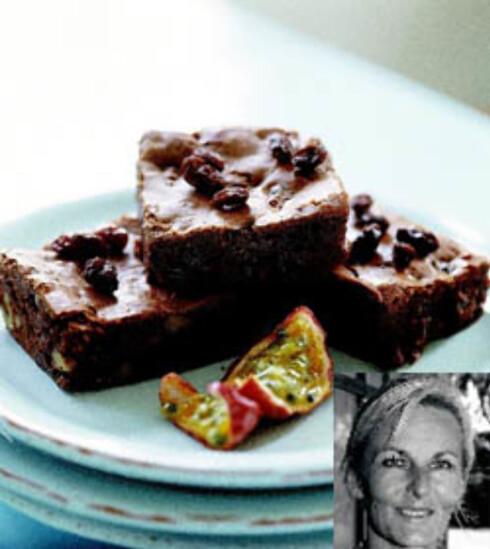 Brownie med rosiner kokt i pasjonsfruktjuice (innfelt: Nina Sjøen)