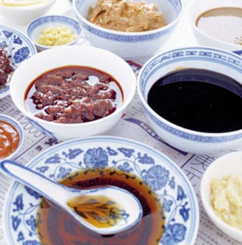 Dipper og sauser til å dyppe lammekjøtt og kokte grønnsaker i. Bland og velg etter smak.