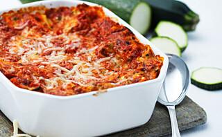 Squashlasagne med cottage cheese og tomatsaus
