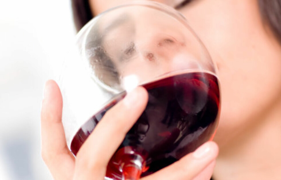 GØY MED BIVIRKNING: En alkoholrik kveld blir fort full av kalorier. Foto: Thinkstock.com
