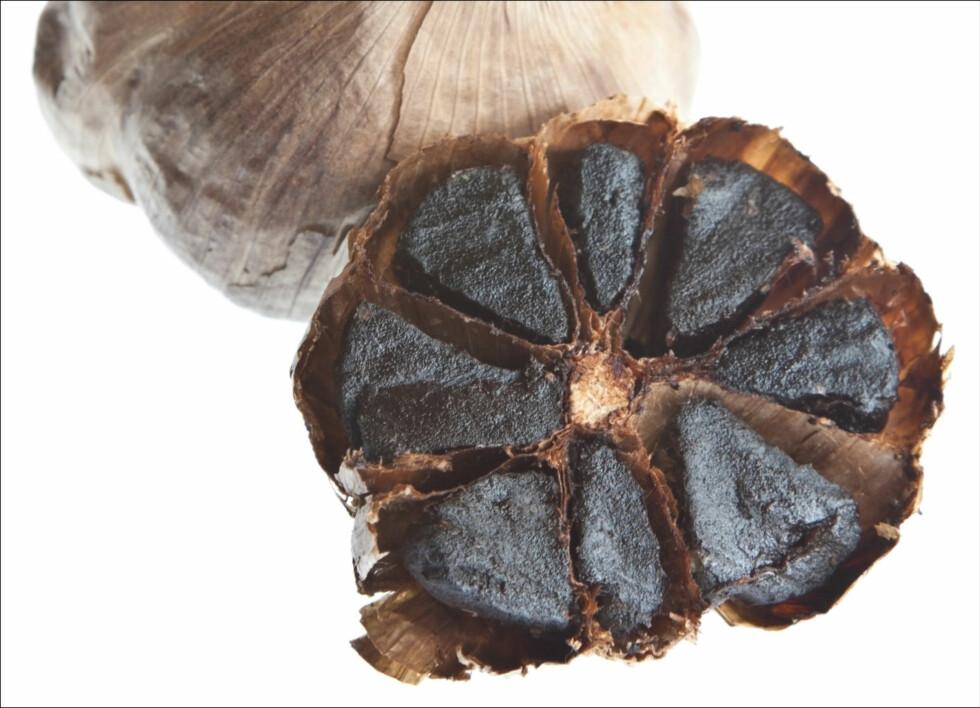 HAR DU PRØVD SORT HVITLØK? Den har litt mildere smak, og gir deg ikke dårlig ånde, men har over dobbelt så mye antioksidanter som vanlig hvitløk. Foto: Getty Images/iStockphoto