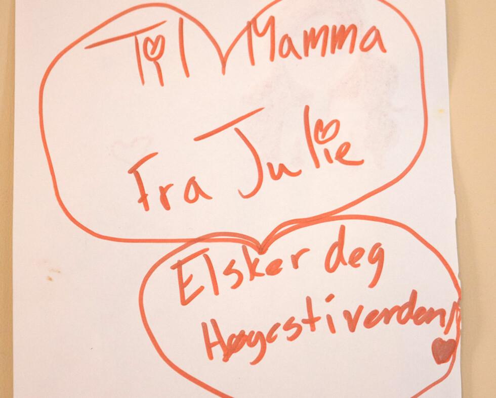 KJÆRLIGHET TIL MAMMA: Inger har et godt forhold til begge døtrene sine, og tegningen som Julie lagde til moren sin levner liten tvil om annet.