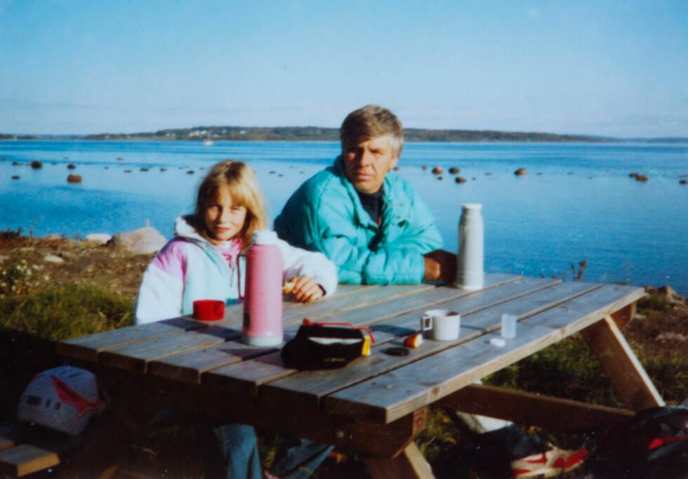 PÅ SYKKELTUR: Heidi sammen med  faren sin sommeren 1990. Her er de på  Borrestranda ved Åsgårdstrand i Vestfold.