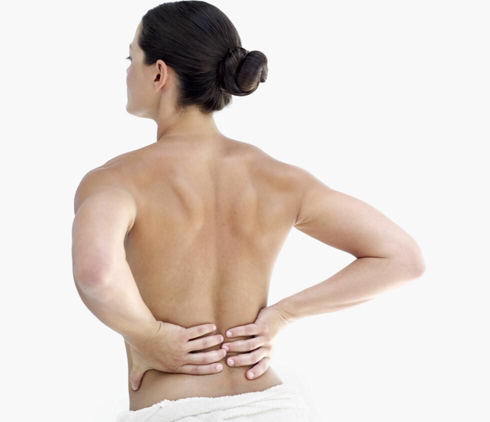 RYGGSMERTER: Å ha veldig vond rygg over lengre tid KAN være et tegn på kreft i underlivet. Vedvarer plagene dine kan det derfor være lurt å ta en tur til legen. Foto: Getty Images