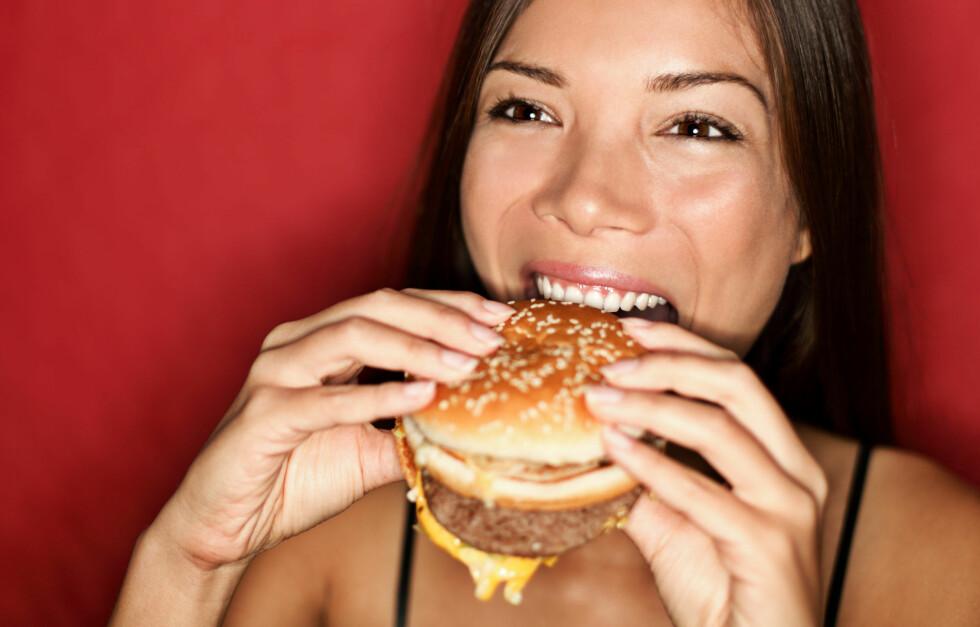 <strong>SKRUBBSULTEN:</strong> Finn ut hvorfor du er fysen på en kjempefrokost selv om du spiste et herremåltid av en burger kvelden før. Foto: Ariwasabi - Fotolia