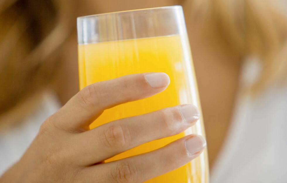 <strong>KULLSYREHOLDIG VANN OG JUICE:</strong> Vannet slukker tørsten og juicen gir deg en liten smak av søtt uten de kunstige tilsetningsstoffene som trigger søtsuget.  Foto: Thinkstock.com
