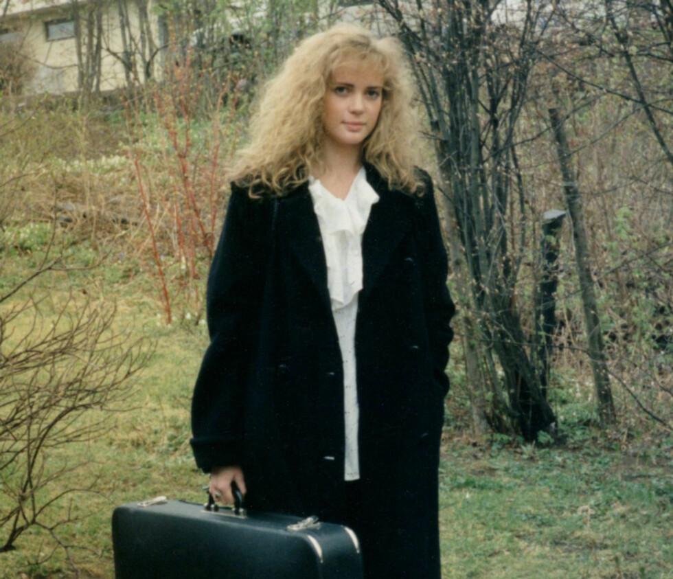 Stolt musikant: Her er Hilde Johanne på vei til sin første betalte spillejobb som 16-åring.