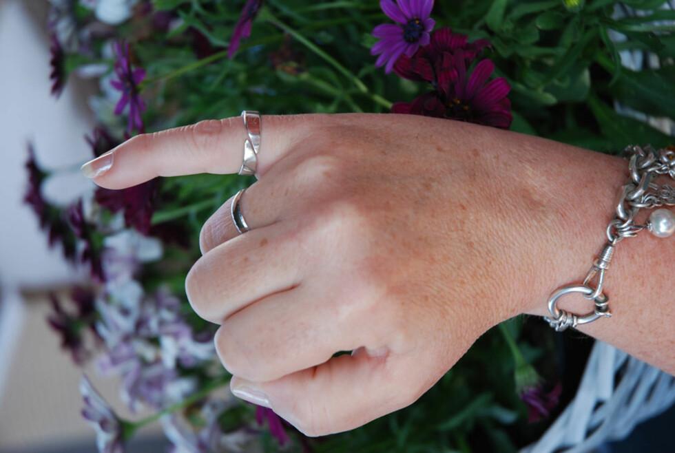 Trykk-effekt: Zzzo Ro-ringen i sølv virker på en akupressuraktig måte. Koster kr 750.
