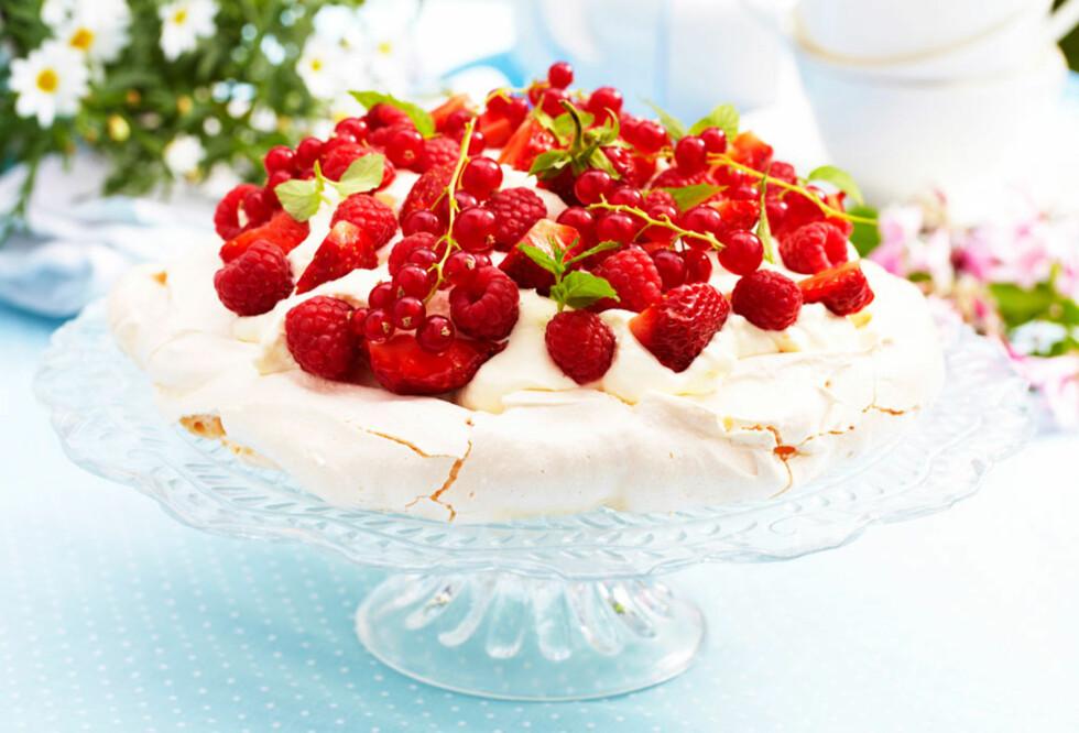 Pavlova med røde bær