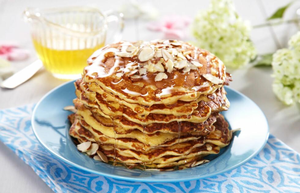 Amerikanske pannekaker med honning og mandler