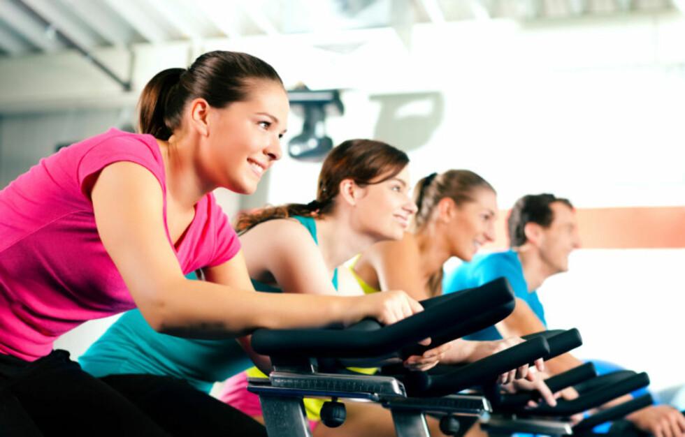 <strong>GOD TRENING LIKEVEL:</strong> Selv om du kanskje ikke forbrenner like mange kalorier under spinning som under løping, er det topp kondisjonstrening likevel.  Foto: Getty Images/iStockphoto