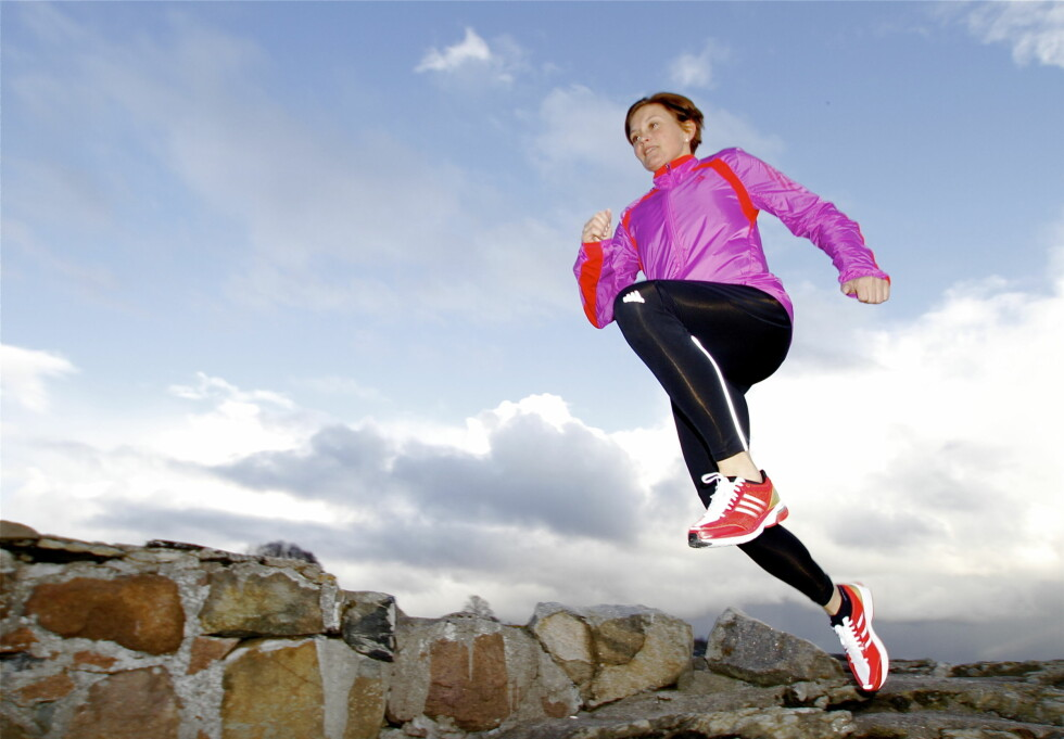 VARMERE JAKKE: Ifølge Hanne Lyngstad i Adidas (på bildet) er Adidas Sequencials adiViz High Beam Jacket også varm, samt vind og vannavstøtende.  Foto: Adidas